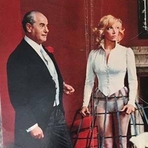 Attenti al buffone è un film del 1975 diretto da Alberto Bevilacqua. Con Nino Manfredi, Mario Scaccia, Eli Wallach, Enzo Cannavale, Mariangela Melato. David di Donatello 1976