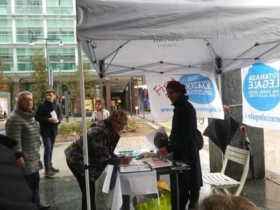 Al tavolo informativo #LiberiFinoAllaFine abbiamo incontrato la madre di Dj Fabo, che ha firmato per #EutanasiaLegale.